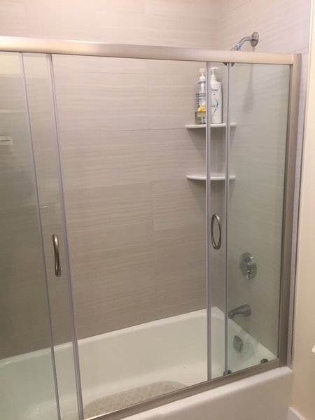 Modern bath - Penthouse