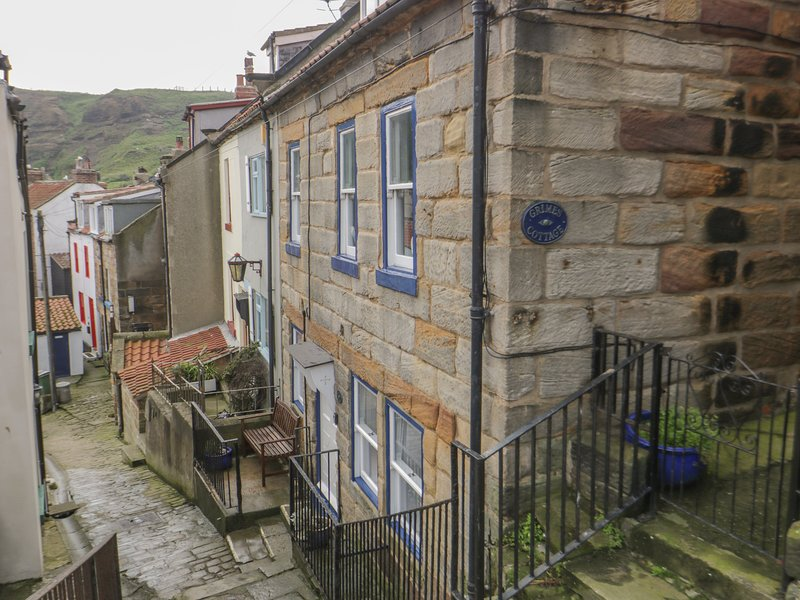 GRIMES NOOK, fisherman's cottage, with woodburning stove, close to shops, pubs, vacation rental in Staithes