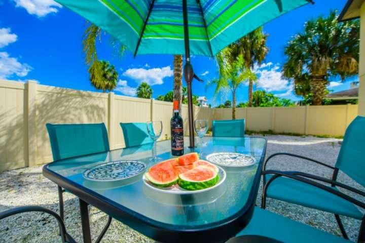 New Listing, Walk to Lido Beach, Walk to St. Armand's Circle, WiFi, Modern, Gara, holiday rental in Lido Key