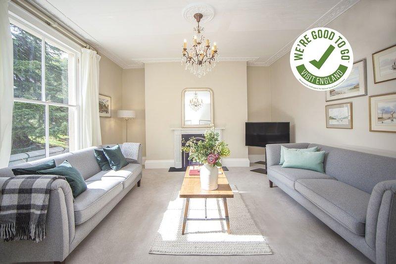 CITY VIEW - BATH - Stunning 2 Bedroom Apartment in Georgian Terrace - 3 Mins fro, location de vacances à Claverton