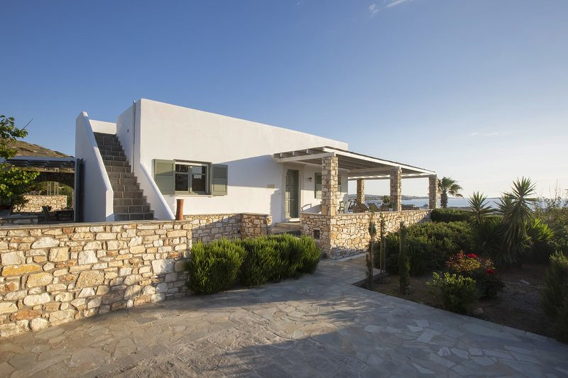 Villa Erato  · Ideal family Villa for 8 - Pool, Sea Views, holiday rental in Ampelas