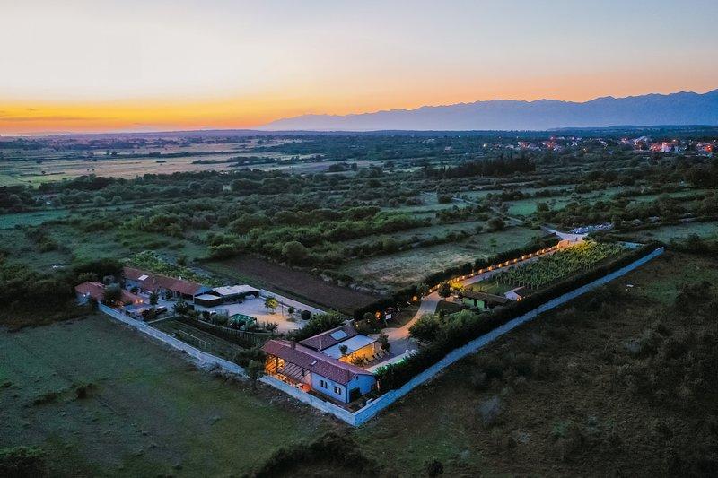 Stone Villa Pequena Perla, in Dalmatia,with a Pool, holiday rental in Poljica