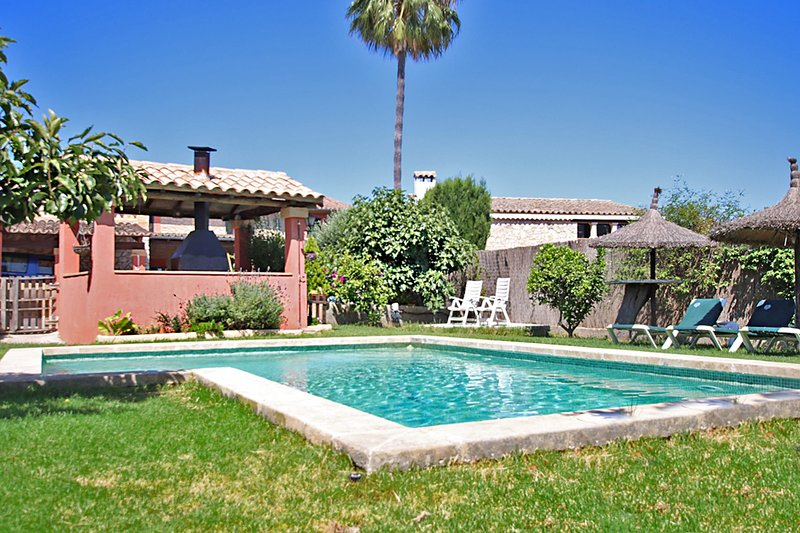 Villa Can Tomeu, charming rustic villa in picturesque village Es Capdella, holiday rental in Santa Ponsa
