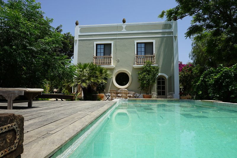 Honeysuckle cottage on an enchanted garden property, 5 mins from Olhao, holiday rental in Pechao