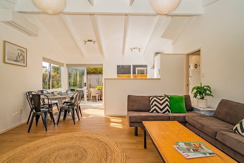 Retreat by the Beach - Pauanui Holiday Home, Pauanui, vacation rental in Thames