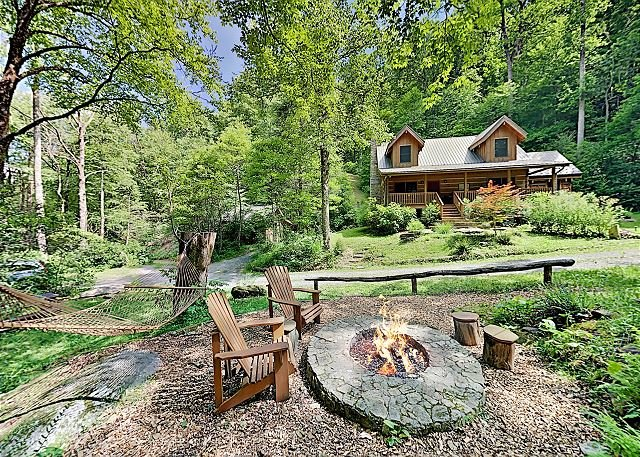 Secluded Creekside Cabin | 150 Acres, Private Trails, holiday rental in Chimney Rock