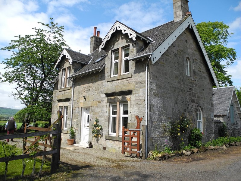 Luxury Garden Cottage on Blair Estate - sleeps 4. Glasgow 30 mins., location de vacances à West Kilbride