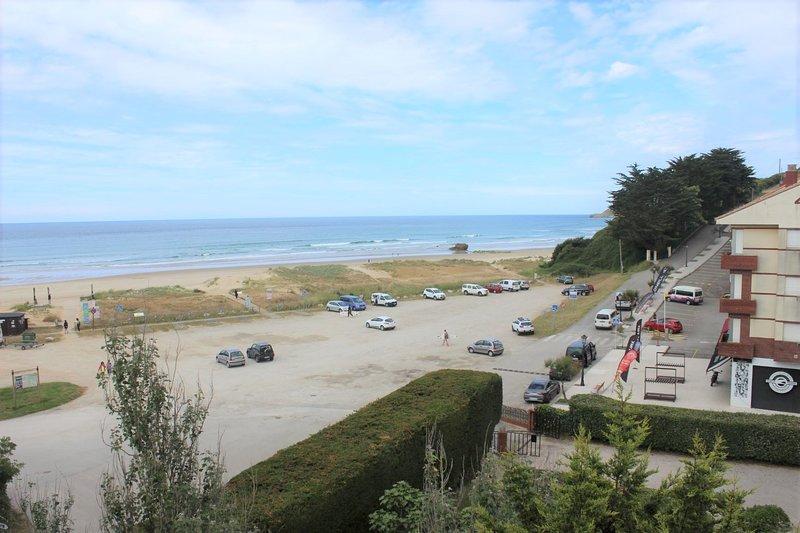 Apartamento turístico MERON, amplio y luminoso dúplex en primera linea de playa, alquiler vacacional en Ruiloba