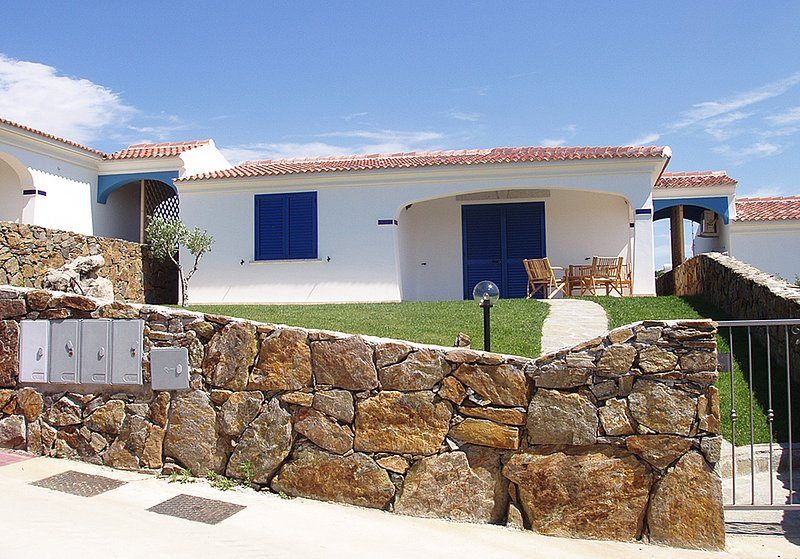 Villa Walter A with Sea View, holiday rental in Limpiddu
