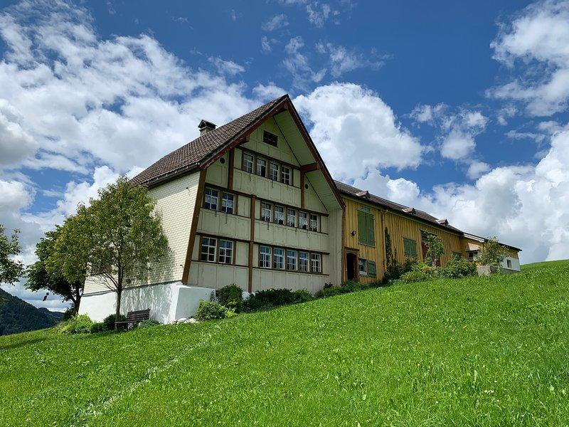 Heimeliges Appenzellerhaus mitten im Grünen, holiday rental in St. Gallen
