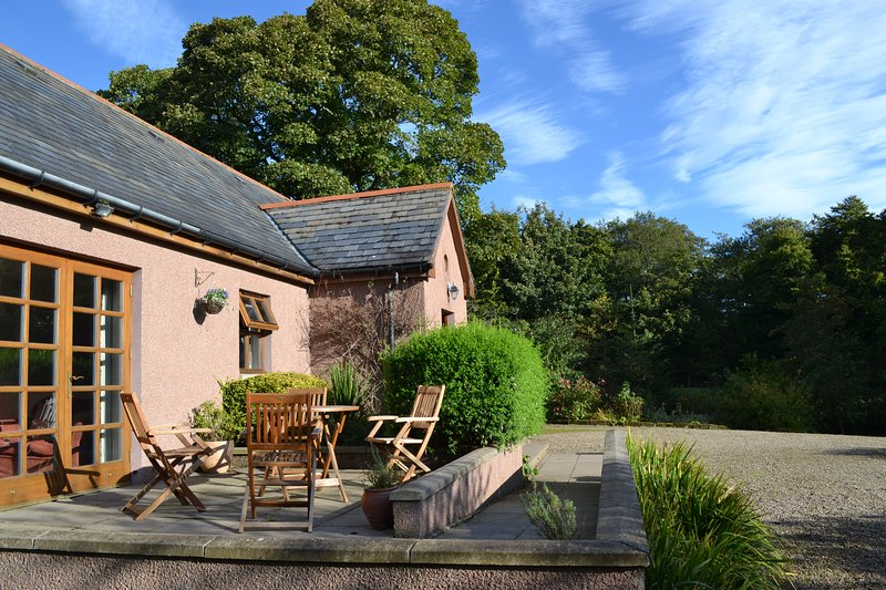 'The Best Cottage We've Stayed At' Lovely 2B 2B detached cottage with woodburner, holiday rental in Fyvie
