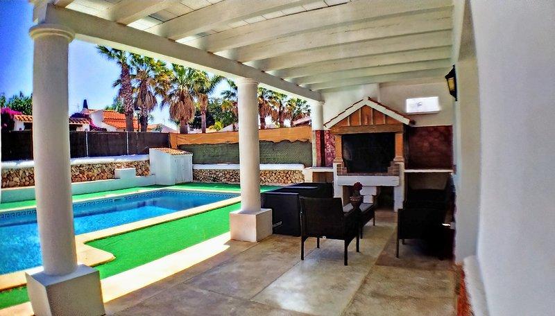Villa muy cerca de la playa con piscina privada, vacation rental in Ciutadella