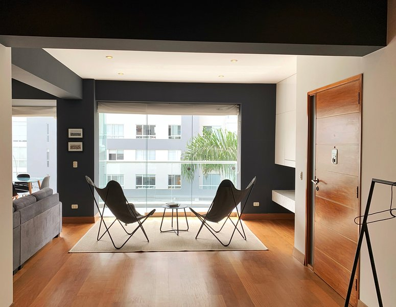 Modern 2BR with a Splash of Glam, location de vacances à Pachacamac