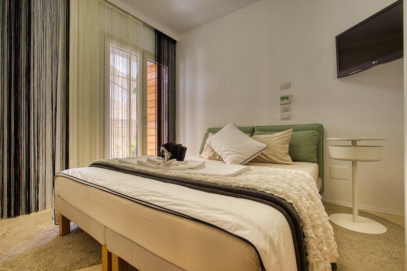 Residenze Longhi B&B 'Iris', holiday rental in Genova-Rulli
