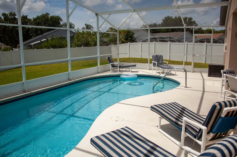 All the Comforts of Home with gameroom and free pool heat only 8 miles to Disney, vacation rental in Clermont