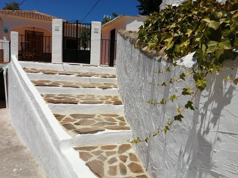 Villa and finca with pool for up to 10 people – semesterbostad i Iznajar