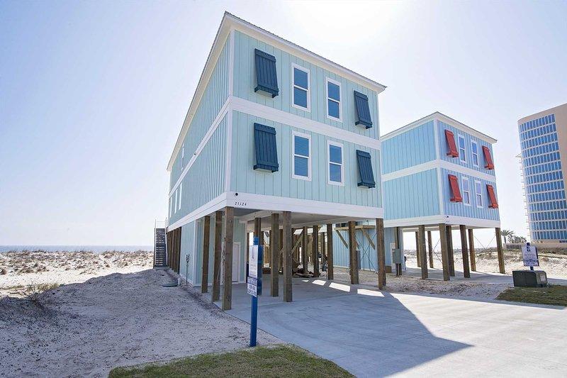 8 BR ~ ELEVATOR ~ SLEEPS 28 ~ HEATED POOL! ~ Orange Beach House East, location de vacances à Orange Beach
