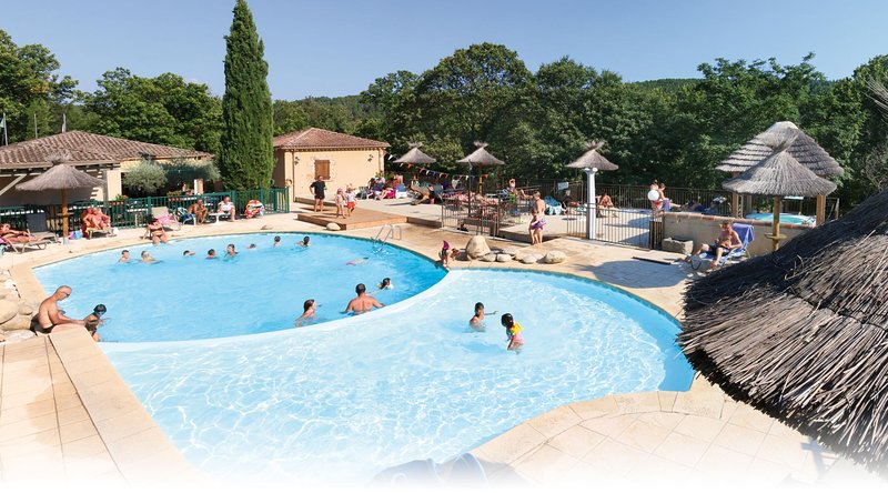 Logement athypique et insolite...Camping Les cruses ***, vacation rental in Rocles