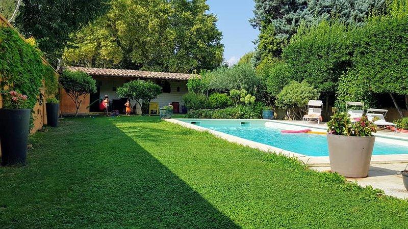 Maison de ville avec piscine près d'Avignon, vacation rental in Chateaurenard
