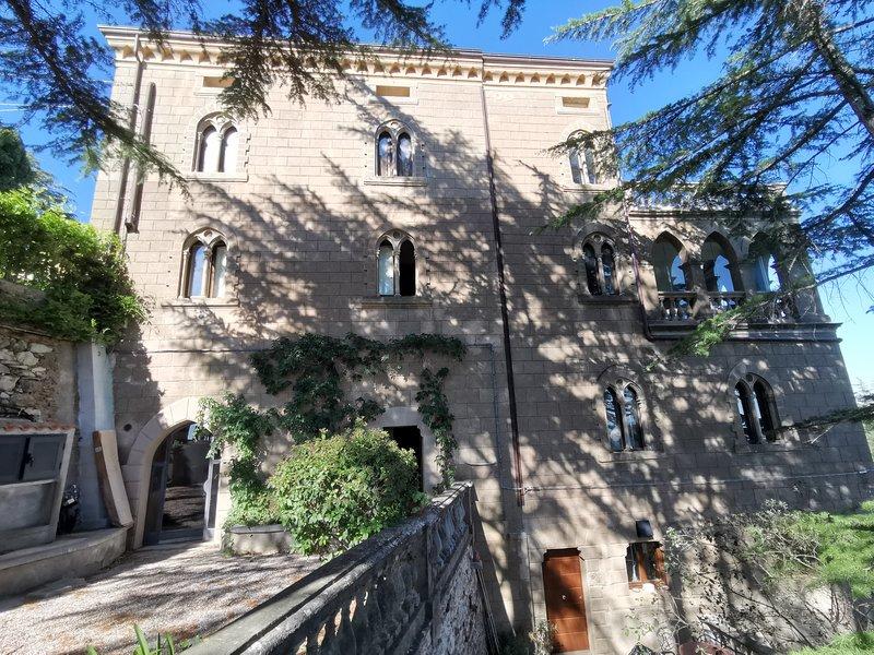 Tra cielo e mare in un borgo esclusivo ricco di fascino con terrazza privata, holiday rental in Campiglia Marittima