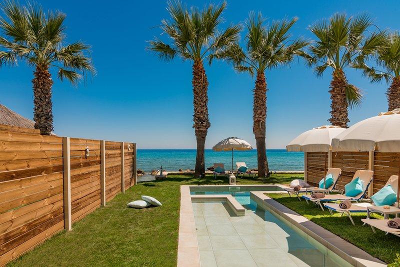 Thalassa Deluxe SeaFront Villa, casa vacanza a Neromilos