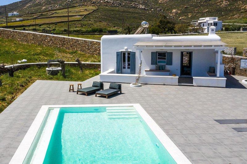 Villa Chic Mykonos - 4Bedrooms - Private Pool, alquiler vacacional en Ano Mera