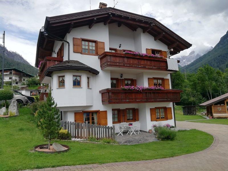 Nel cuore delle dolomiti. 'El Cor', il tuo relax tra i monti..., vacation rental in Forno di Zoldo