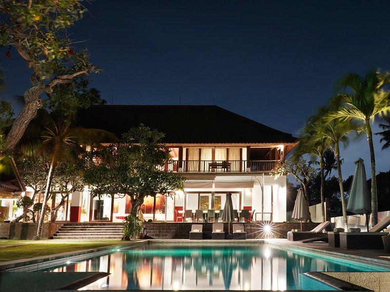 Villa Manis - Villa at night