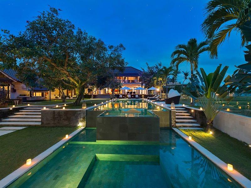 Villa Manis - The pools at night