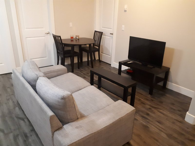 Heritage 2 Bedroom Deluxe Apartment, holiday rental in Fort McMurray