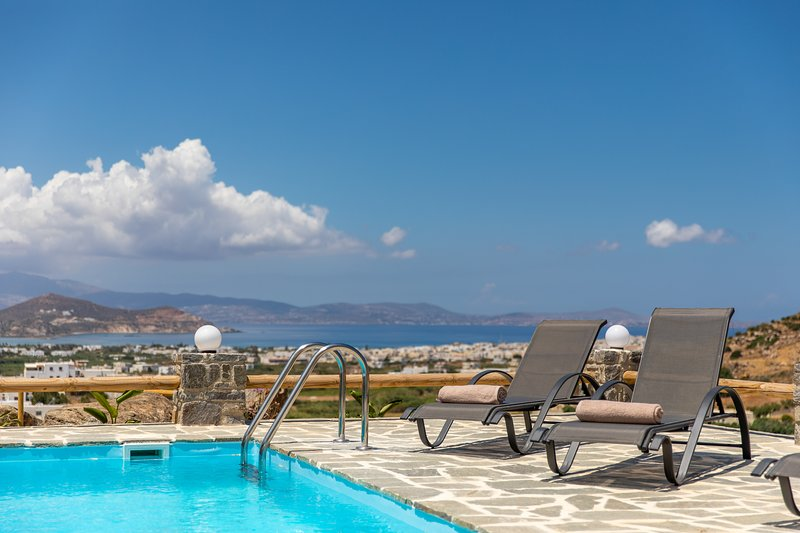 Pleiades luxury villa Alkyoni with private pool&bbq and stunning Aegean view, holiday rental in Agkidia