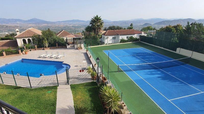 Fab Villa, Private Tennis Court, Heated Pool, Gym, Hot Tub, Games Room, aluguéis de temporada em Alhaurin el Grande