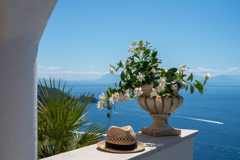 Villa Poesia,  beautiful views and privacy, casa vacanza a Praiano