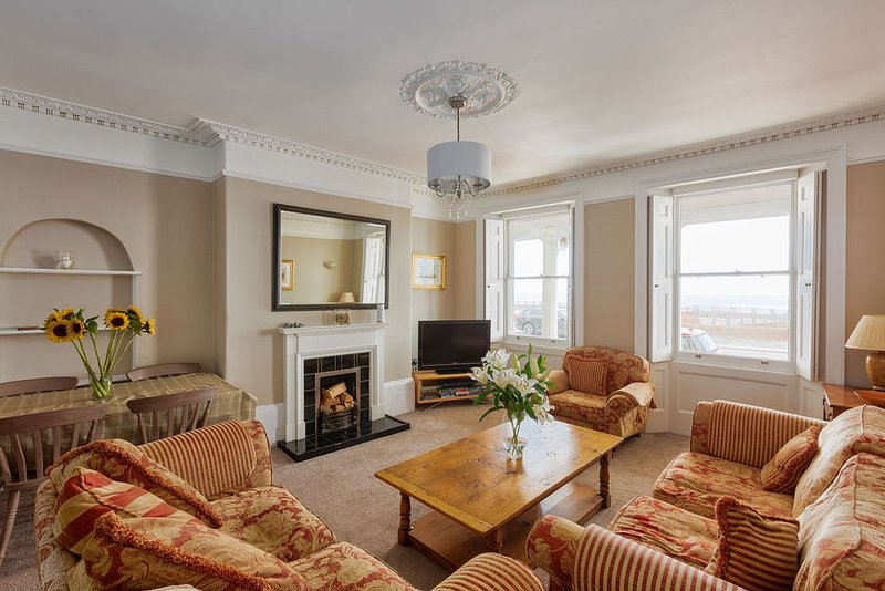 Sea View: Stunning centrally located 2 bedroom apartment with sea views, vacation rental in Isle of Thanet