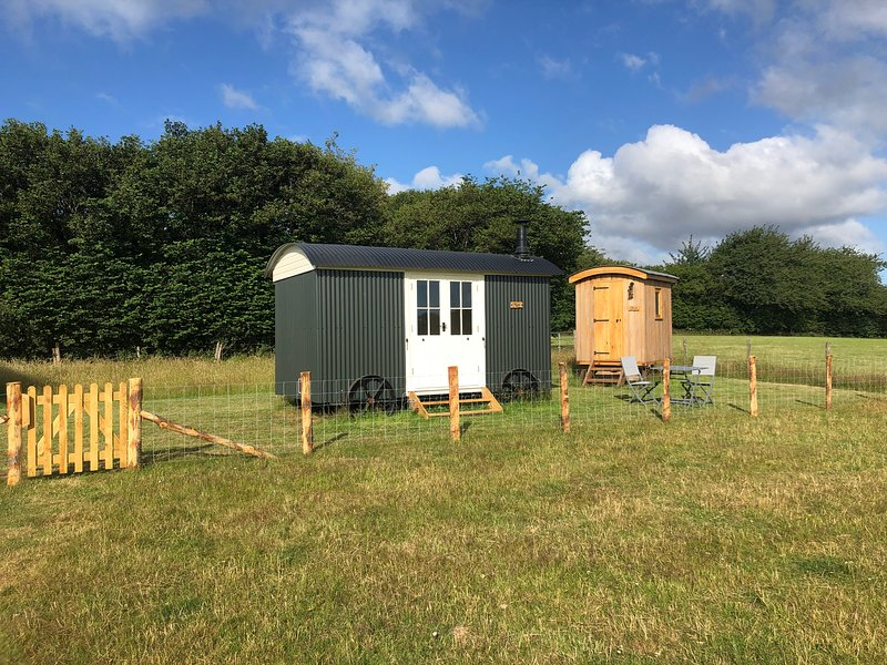 Take Time Shepherd's Huts, Mist and Skye, vacation rental in Stalisfield