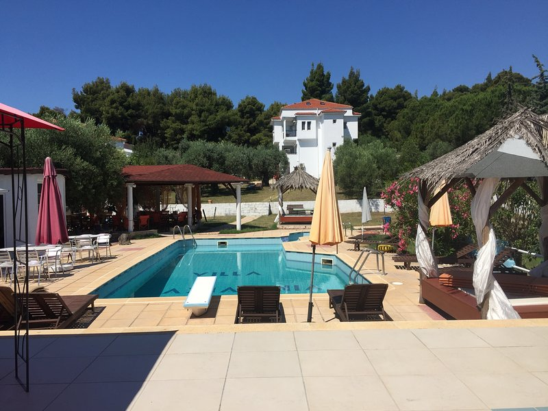 Villa Askamnia Deluxe, aluguéis de temporada em Metamorfosi