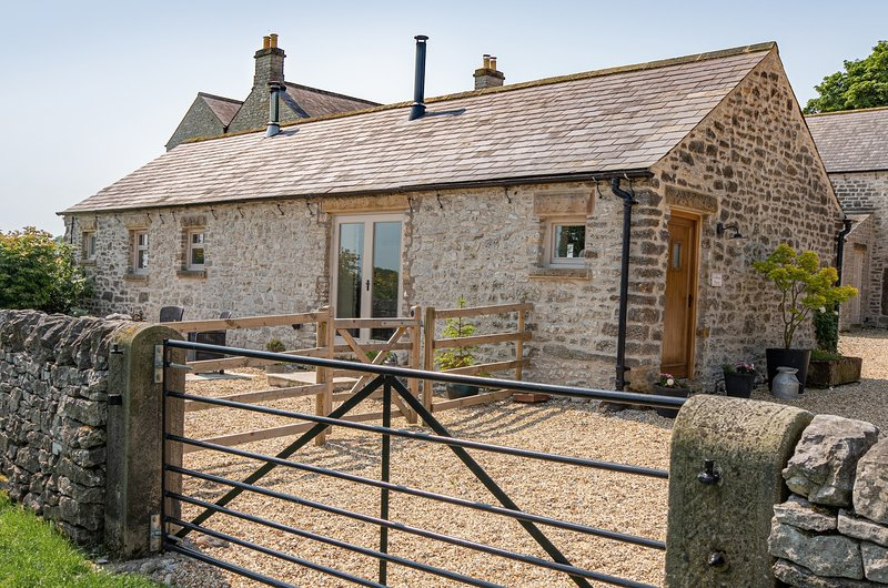 The Milking Parlour - Couples retreat - Nr. Bakewell, vacation rental in Monyash
