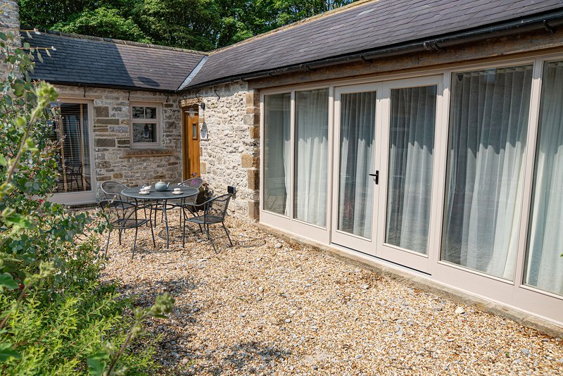 The Cowshed - sleeps 4 barn conversion - Nr. Bakewell, aluguéis de temporada em Flagg