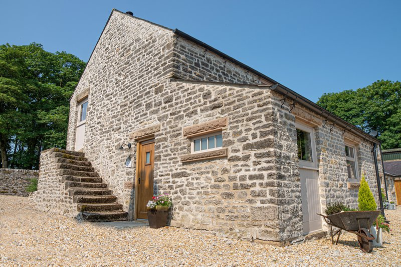 The Old Farm House-2 Bedroom barn conversion-nr Bakewell, holiday rental in Ashford-in-the-Water