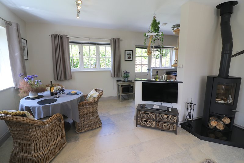 Woodpeckers cottage - luxurious and contemporary rural retreat, holiday rental in Ardingly