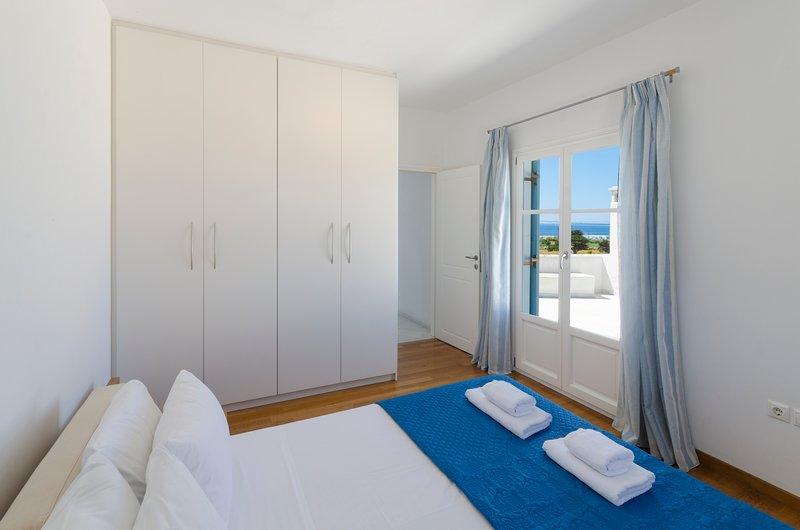 Vesper Villa Paros | 4 BDR Sea View Villa with Private Pool in Paros, alquiler de vacaciones en Aliki