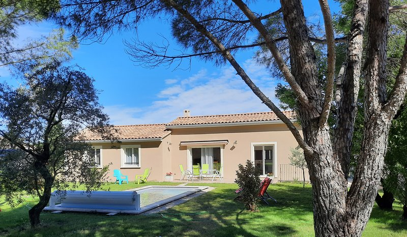 LS2-317-BUREU beautiful vacation rental in the Luberon Park, holiday rental in Taillades