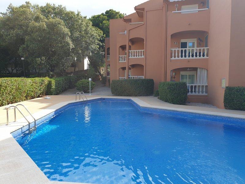 Apartamento con piscina comunitaria, location de vacances à Capdepera