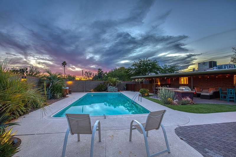 NEW! Spacious Oasis w/Hot Tub, 6Mi to Saguaro Park, holiday rental in Catalina Foothills
