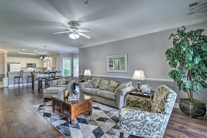 NEW! Luxe Condo w/Pool Access - Great for Golfers!, holiday rental in Myrtle Beach