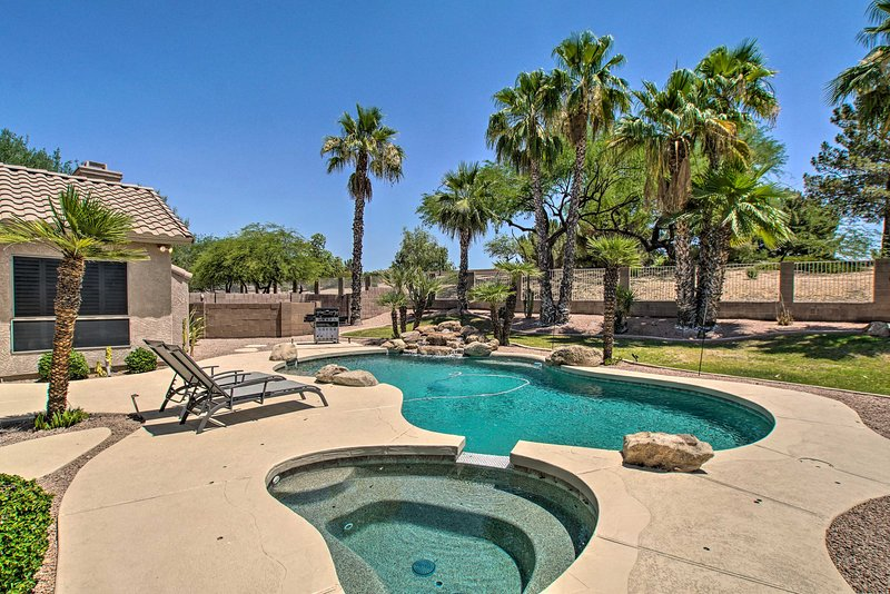 NEW! Ideally Located Chandler Home: Backyard Oasis, casa vacanza a Sun Lakes