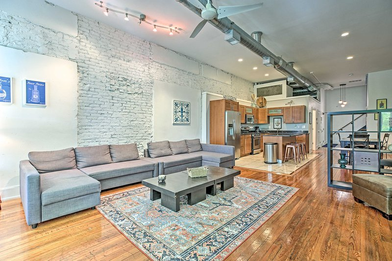 NEW! Contemporary Condo, Walk to Dtwn Distilleries, holiday rental in Jeffersonville