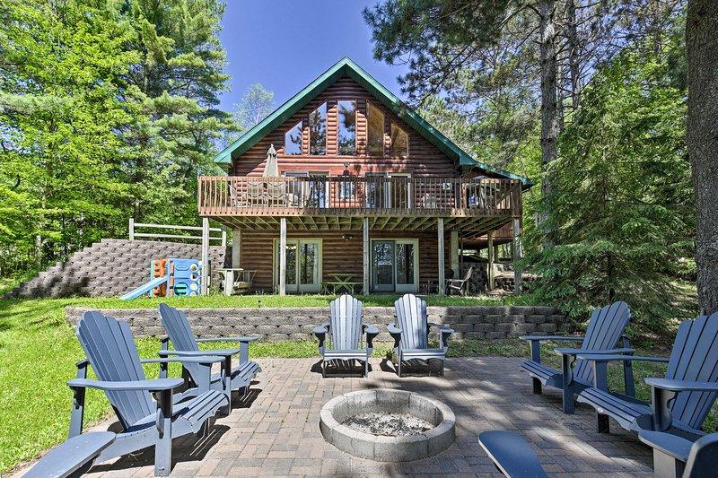 NEW! Lakefront Hazelhurst Cabin: Dock & Pool Table, location de vacances à Hazelhurst