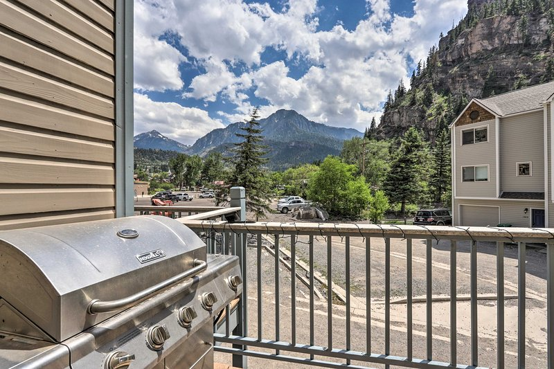 Check out the mountain views visible from the furnished balcony!