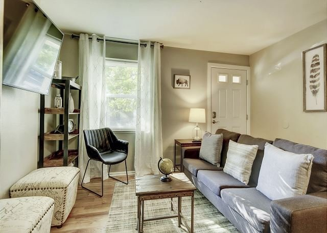 Gorgeous Condo in the Heart of Five Points, vacation rental in Denver